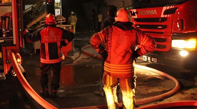 İzmir'de ev yangınında anne ve oğlu öldü, baba hastaneye kaldırıldı