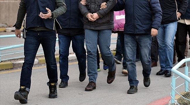 İzmir'de FETÖ operasyonu! Yüklü miktarda döviz ve TL ele geçirildi