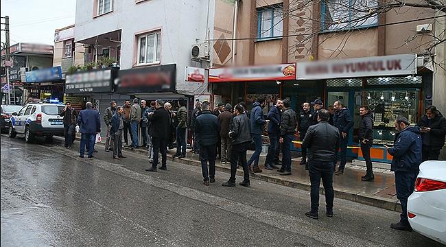 İzmir'de film gibi kuyumcu soygunu! Maskeli soyguncular 2 kişiyi silahla yaraladı
