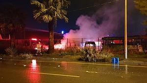 İzmir'de servis bakım alanında yangın! 6 araç kullanılamaz hale geldi