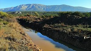 Karaburun'daki İris Gölü'nde açılan kanallar kapatılacak
