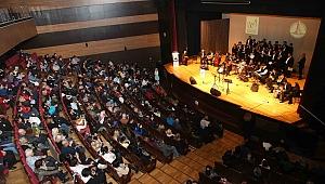 Karşıyaka'da 40 kişilik otizm korosu anneler için söyledi