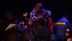 Başkan Uygur'dan çocuklara karne hediyesi
