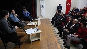 Bayraklı'da gazeteciler basın özgürlüğünü anlattı