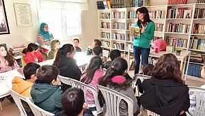 Bornovalı öğrenciler Muti'nin maceralarını yazarından dinledi