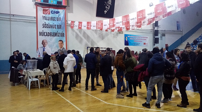 CHP BORNOVA'DA OYLAMA BAŞLADI