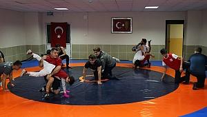 Genç ve başarılı güreşçiler Karabağlar'da yetişecek