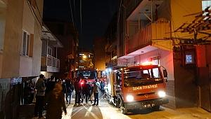 İzmir'de apartmanda çıkan yangında bir daire kullanılamaz hale geldi
