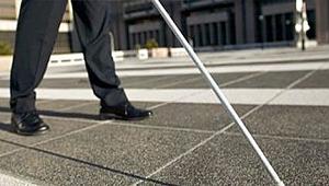 İzmir'de görme engellilere beyaz baston dağıtıldı