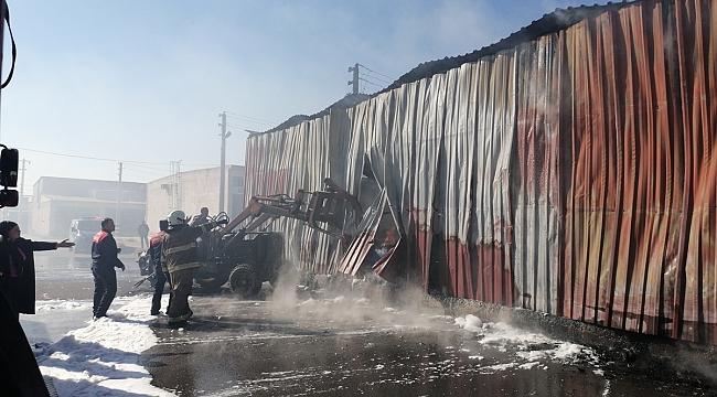 İzmir'de hurda kağıt deposunda yangın