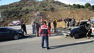 İzmir'de iki otomobil çarpıştı: 6 yaralı
