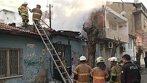 İzmir'de metruk binada yangın çıktı!