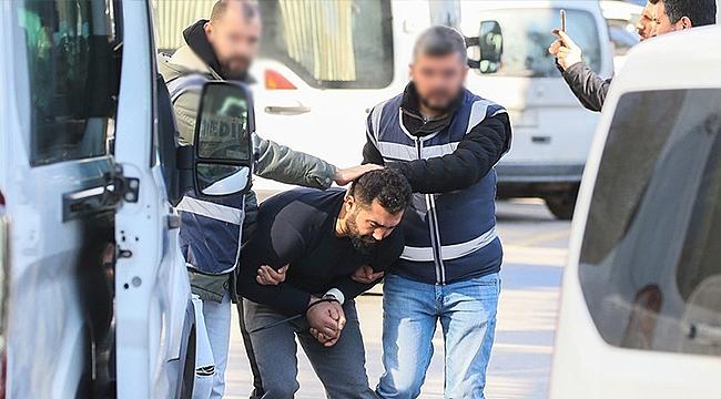 İzmir'de peşpeşe cinayetlerin sanığı cezaevinde intihar etti