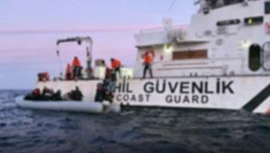 İzmir'de Sahil Güvenlik botu ile göçmenleri taşıyan bot çarpıştı