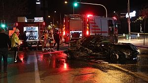 İzmir'de takla atan otomobil alev aldı: 2 ölü, 1 yaralı