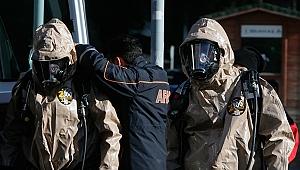 İzmir'de yere dökülen kimyasal sıvı panik yarattı!