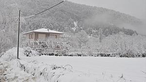 İzmir'in yüksek kesimlerinde kar yağışı etkili oldu