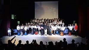 Menemen Belediyesi kursiyerlerinden yeni yıl konseri