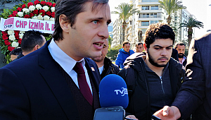 CHP İzmir İl Başkanı Deniz Yücel mazbatasını aldı