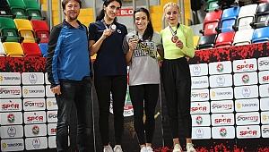 Gaziemir'in süper atletlerinden çifte şampiyonluk