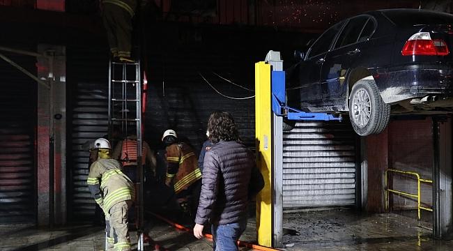 İzmir'de oto tamirhanesinde yangın