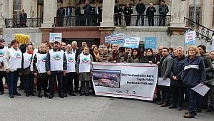 İzmir İl Sağlık Müdürlüğü önünde 'Şehir Hastanelerine Hayır' protestosu