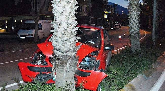 Ödemiş'te otomobil ağaca çarptı: 1 yaralı