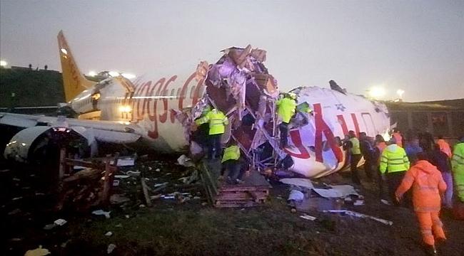 Pisten çıkan İzmir uçağı ikiye bölündü