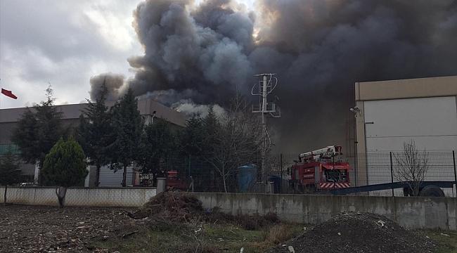 Plastik fabrikasında yangın çıktı