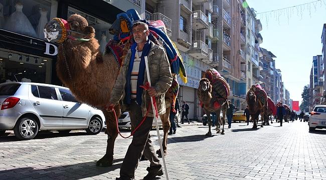 Torbalı'da 'Deve Güreşi Festivali' kortejle başladı