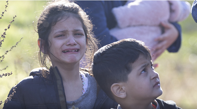 Türkiye kapıları açtı, Yunanistan biber gazıyla karşıladı