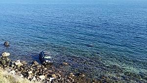 Urla'da otomobil denize uçtu