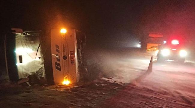 Afyonkarahisar'da feci kaza! Yolcu otobüsü devrildi