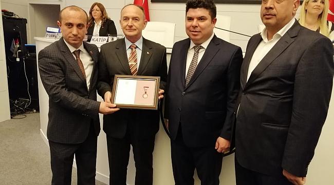 AK Partili meclis üyesine bronz madalya beraati