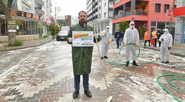 Başkan Utku Gümrükçü sokakları yıkadı