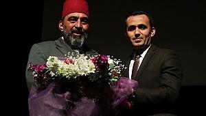 Bergama'dan Milli Şairimiz Mehmet Akif Ersoy'un kabrine çiçek gitti