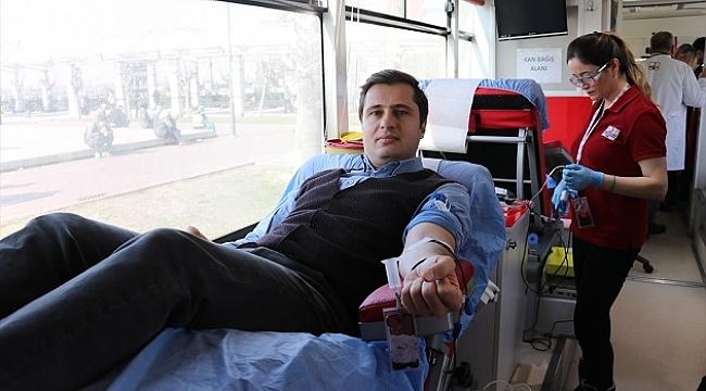 CHP İzmir İl Başkanlığından kan ve kök hücre bağışı kampanyası