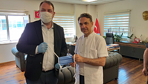 Çiğli Belediyesi 3 bin cerrahi maskeyi teslim etti