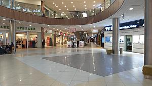 İzmir'de alışveriş merkezleri bomboş kaldı