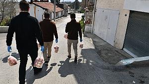 İzmir'de ihtiyaç sahiplerine çorba ve ekmek