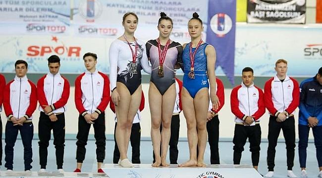 Karşıyaka'ya 6 madalya ile döndüler!