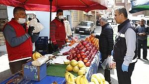Konak zabıtasından pazaryerlerinde Koronavirüs denetimi
