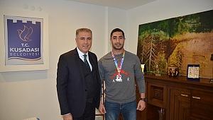 Kuşadalı Demir Yumruk Türkiye şampiyonu oldu