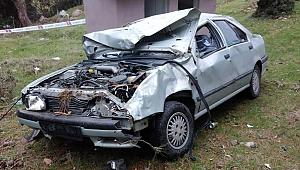 Manisa'da otomobil şarampole yuvarlandı: 1 ölü 2 yaralı