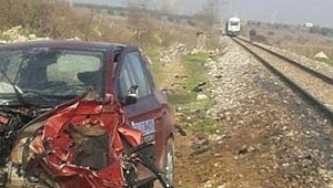 Manisa'da tren otomobile çarptı: 1 yaralı