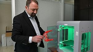 Sağlık çalışanları için 3D yazıcıdan yüz siperliği üretimi