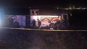 Yolcu otobüsünde feci kaza! 44 kişi az daha ölüyordu