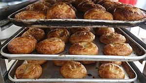 Buca Belediyesi 48 saatlik yasakta 100 bin ekmek 25 bin boyoz dağıtıldı