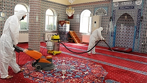 Balçova Belediyesi bir süredir kapalı olan camilerin temizliğini yaptı