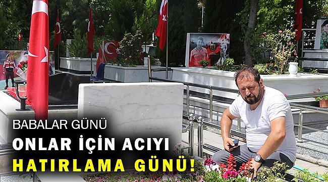 İzmir'de şehit yakınları Babalar Günü'nde kabristanı ziyaret etti